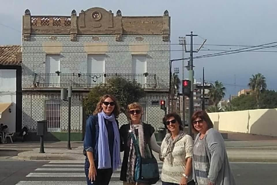 Paseantes Cabanyal Poblados marítimos Valencia