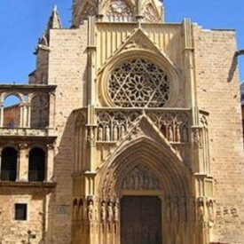 Catedral de Valencia. Fachada gótica. Puerta de los Apóstoles. Plaza de la Virgen.