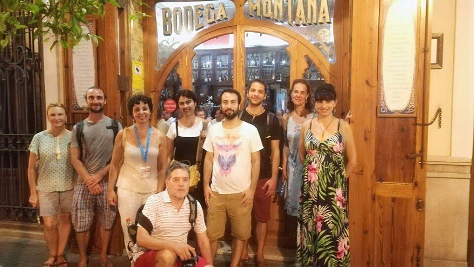 Grupo Cabanyal a la fresca en puerta Bodega Casa Montaña
