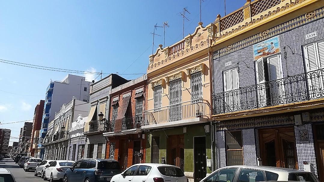 Walking El Cabanyal City Tour Valencia Paseando El Cabanyal Barrio El Cabanyal Tours in Valencia